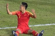90分钟绝杀球被扑!国足0-0菲律宾,判罚引争议:疑漏判多粒点球