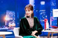 刘涛再登《跨界歌王》,一袭祖母绿丝绒长裙走复古风,41岁美翻天