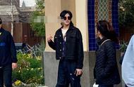 吴亦凡生图来袭!小辫子+墨镜+阔腿裤,果然是人群中最靓的崽!