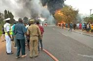 死亡人数已达60人!油罐车倾覆,又见哄抢泄漏燃油继而发生爆炸