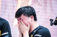 RNG无缘S赛后,Uzi哭了上热搜,小虎直言会打下去