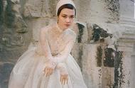 李宇春的婚纱照你看过了吗?中世纪哥特风蕾丝婚纱,女王范十足