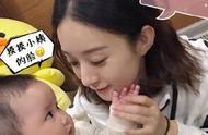 赵丽颖与小演员在《有翡》片场对戏,温柔摸脸杀,全程姨母笑