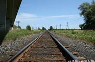为什么火车铁轨用会生锈的钢铁,不用不锈钢很多人不明白