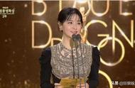 李英爱出席韩国电影青龙奖颁奖典礼,高贵典雅,状态太好