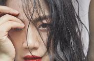 汤唯红唇湿发杂志照曝光,眼神杀气场十足,连头发丝都散发魅力