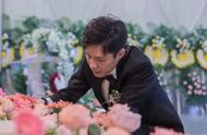 妻子抗癌5年去世,他在殡仪馆办婚礼,深爱之人,何来恐惧?