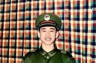 钱枫军人时期照片,年轻时穿军装的英俊正气,网友:简直帅惨了!