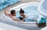 莱昂纳多与女友意大利恩爱度假 穿泳衣室外戏水开心自拍