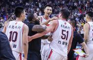 一球千金!广东男篮险胜新疆1分,霍楠和杜锋同时猛夸1人