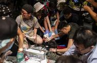 """""""香港穷得只剩下暴力"""",警察怎么办?"""