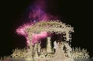 文咏珊意大利古堡举办婚礼!身穿拖尾刺绣婚纱美艳动人