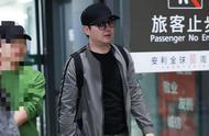 """沈腾机场向路人借纸巾擦鼻涕,毫无""""亚洲最帅第21名""""的型男包袱"""