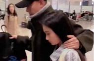 文章带11岁女儿亮相被拍,他一个动作引发热议,网友:活该你红
