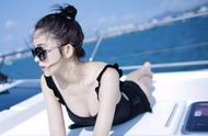 古力娜扎海边度假穿泳衣露美背,看完照片网友:白到发光太羡慕!