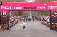 1:59:40!基普乔格创造历史 第一个马拉松跑进2小时的人
