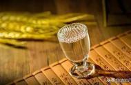 在中國白酒界有一個不成文的套路,醬香型白酒比其他白酒貴