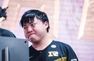 RNG输掉比赛之后,Uzi强忍泪水引人心疼!这一次他真的尽力了