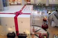 日本机场出现巨型圣诞礼盒,看了里面待的人拍手叫好!