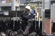 幼儿园防暴演练 小朋友为警察叔叔喊加油