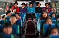 没有适龄儿童了,韩国这小学干脆招了一批奶奶小学生,看着奶奶们认真的样子真是太美了!