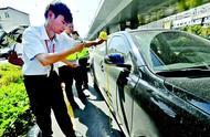 有时一天要出24个现场,时常还要充当调解员,理赔员在53℃马路边查勘事故