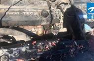 轿车高速自燃,司机西瓜灭火?!——成功了