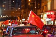 香港的士挂国旗呼吁社会共同反暴力,美方居心叵测者赞乱港示威者