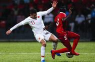 半场-吴曦破门武磊建功艾克森迎首秀 国足2-0领先马尔代夫