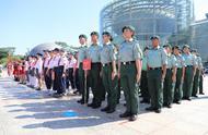 深港青少年共同升国旗,香港青少年制服团体首次内地展示中式步操