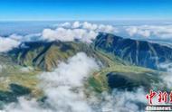 祁连山下巴尔斯雪山现壮观云海