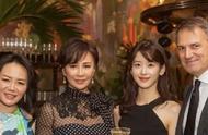 刘嘉玲和奶茶妹妹晚宴同框,优雅女王和气质女神你选哪一个?