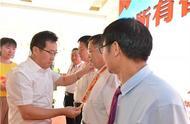 荣耀时刻!77名山农人获颁庆祝新中国成立70周年纪念章