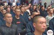 热点 海军方队把候车厅变成阅兵场!激动的不止乘客……