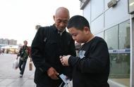 """河南""""增肥救父""""男孩已减重4斤,今日坐硬座返乡上学"""