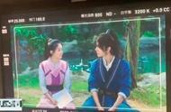 《有翡》男女主对戏现场曝光,赵丽颖与王一博两人对视有点甜