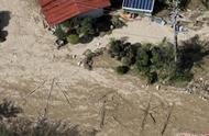 """日本灾区台风后变泽国 灾民地上拼出""""水、食物""""求援"""