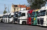 又一起!比利时警方在一辆货车冰柜内发现12名移民