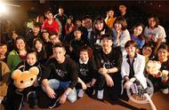 《大约在冬季》霍建华献上最接地气表演,寻找1991年齐秦北京演唱会上的短发黄围巾女孩参加首映礼