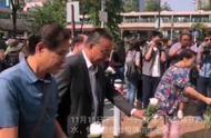 红视频·直击香港丨暴徒飞砖击杀七旬清洁工 香港市民献花悼念亡者