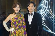 梁朝伟刘嘉玲问周冬雨演《少年的你》是不是真的剃了头,网友:一家三口既视感