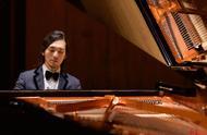全场起立鼓掌!钢琴家吴牧野用 一首《我的祖国》征服香港市民