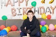 王源19岁生日:收到祝福的那一瞬间有点懵,原来是要过生日了