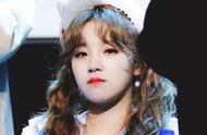 发现自己的站姐在拍别人?她的小表情被韩网友热议!