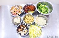 厨师长教你在家如何做麻辣烫,以及汤汁的熬制,做法详细易学
