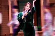 跨界歌王刘涛绿丝绒长裙美翻天 抓住秋天的尾巴再穿一次绿色吧