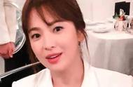 宋慧乔离婚后风光无限,身穿白色西装温柔优雅,状态超越巅峰