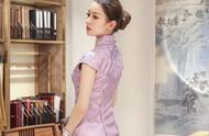 吉娜试穿旗袍,看到店员量她腰围的一刻:腰怕是被天使吻过?