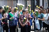 暴徒杀死无辜老伯,香港市民自发悼念:我们不要怕暴力