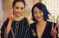 杨幂7年后再喊周迅姐姐为她庆生,甜蜜搂住李少红导演像一家人